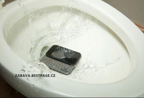 A mobil je v hajzlu!