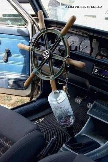 Kormidlo v autě