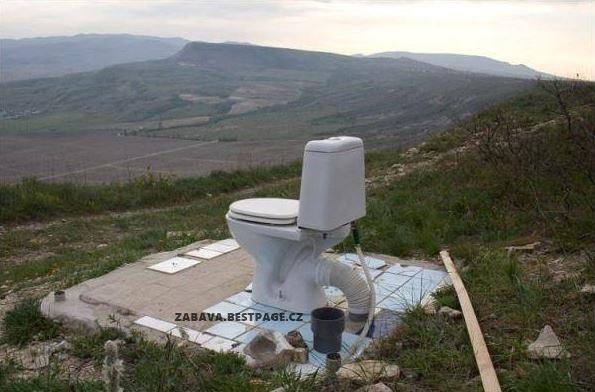 WC s výhledem na krajinu