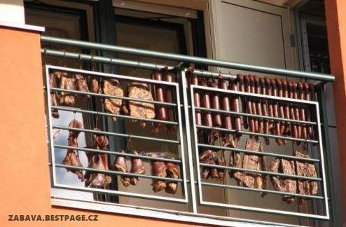 Voňavé uzené na balkóně