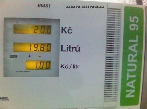 1 korunu za litr benzínu